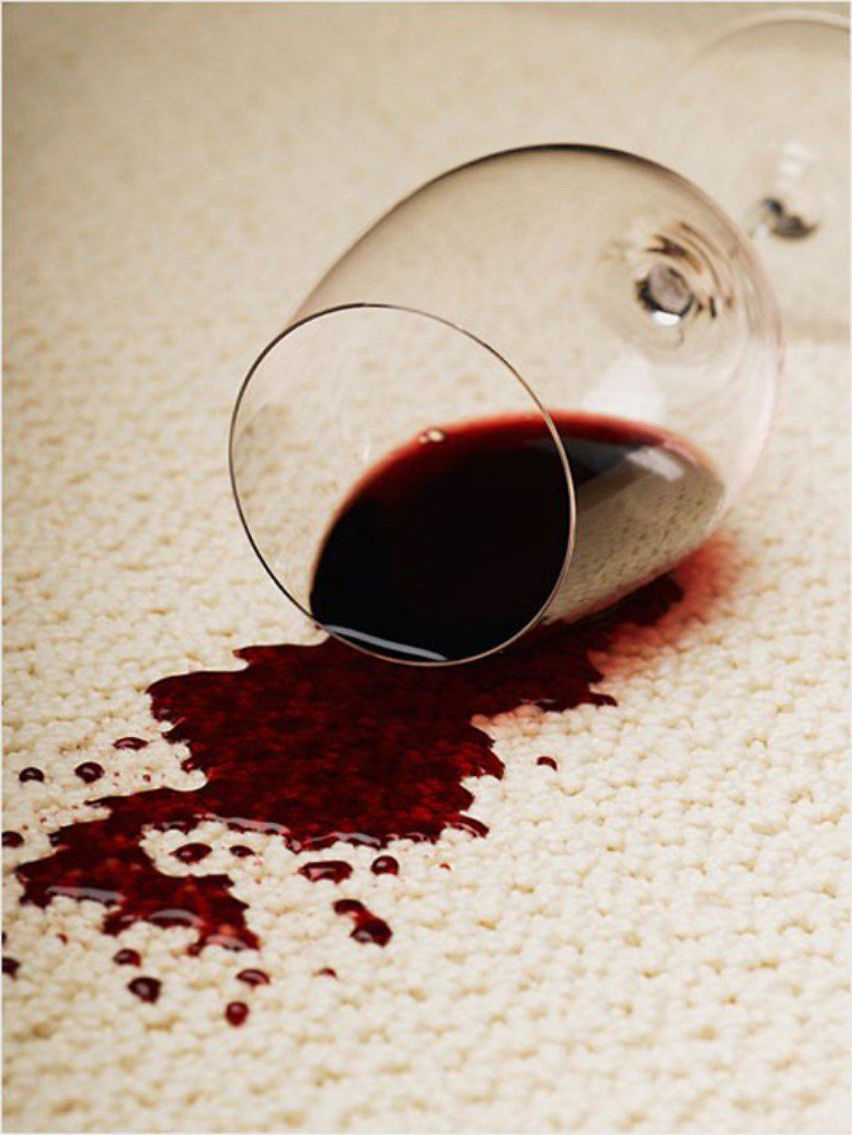 Чем вывести пятно на ковре от вина фото